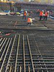 Bauarbeiter aktiv auf einer Baustelle von Aridbau GmbH in München
